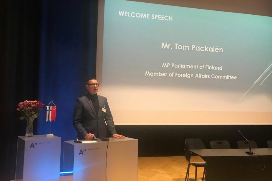 TomPackalén_Summit2019_3to2